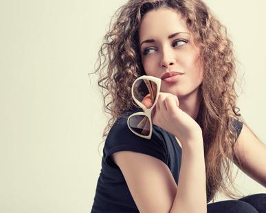 žena s okuliarmi_80412240_XS
